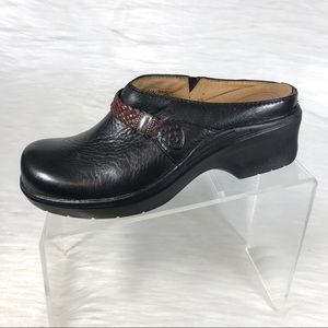 Ariat Mules Clogs Black Leather Weaved Size 7.5 B
